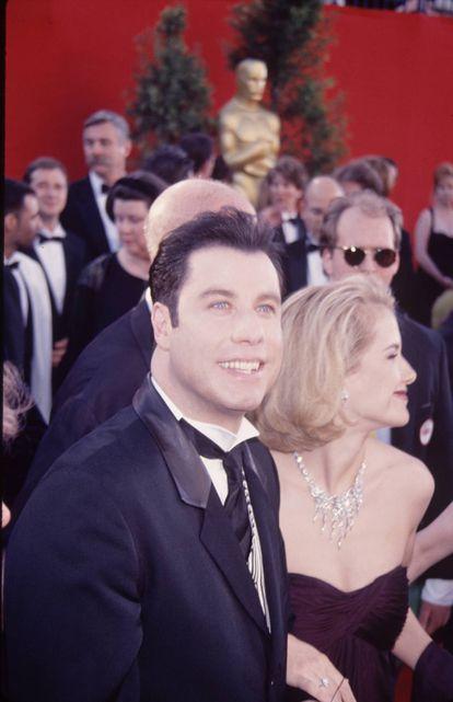 En 1995, tras unos años de películas mal valoradas por la crítica y fracasos en taquilla, John Travolta estaba en lo más alto gracias a Pulp Fiction. En la imagen, junto a Kelly Preston en los Oscar de ese año, cuando estuvo nominado por el papel de Vincent Vega.
