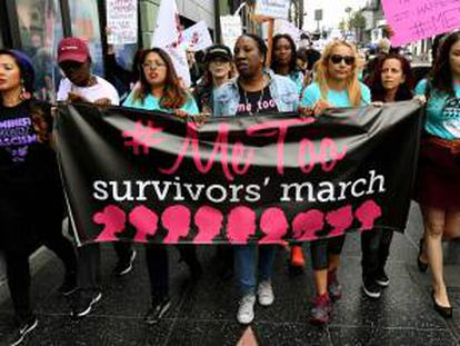 Manifestación en Hollywood contra el acoso sexual a mujeres bajo el lema 'metoo'.