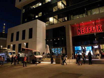 El cuartel general de Netfl ix en Sunset Boulevard, Hollywood (Los Ángeles). Los viejos estudios de Warner Bros., donde rueda el gigante del 'streaming', están justo al lado.