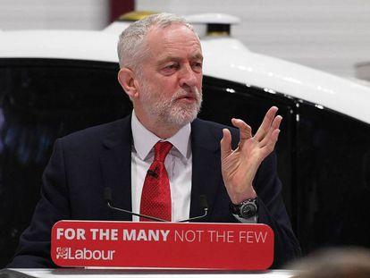El líder laborista, Jeremy Corbyn, ofrece una rueda de prensa en Coventry este lunes.