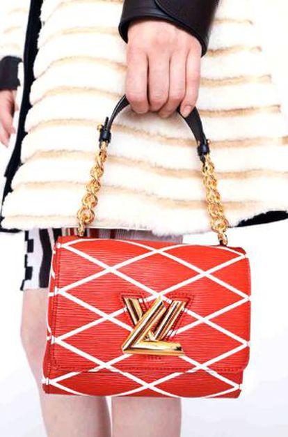Detalle de uno de los bolsos presentados por Vuitton.