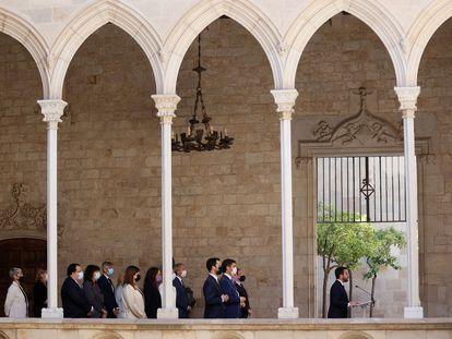 El presidente Pere Aragonès, acompañado de su Gobierno, en una declaración institucional en favor de la amnistía y el referéndum.