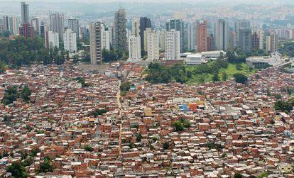 Vista aérea de las chabolas de la favela Morumbi en São Paulo, Brasil.
