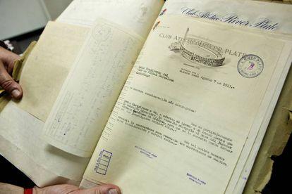 Documento fechado el 7 de agosto de 1953 que prueba que el club argentino River Plate acordó la venta de Di Stéfano con el Barcelona.