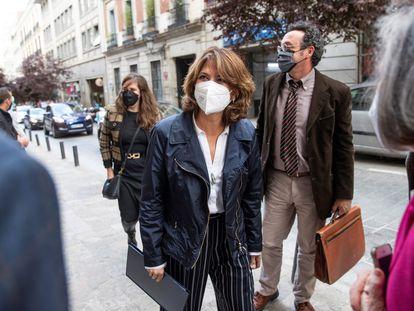La fiscal general del Estado, Dolores Delgado, a su llegada al Ateneo de Madrid para dar una conferencia, el pasado mes de abril.