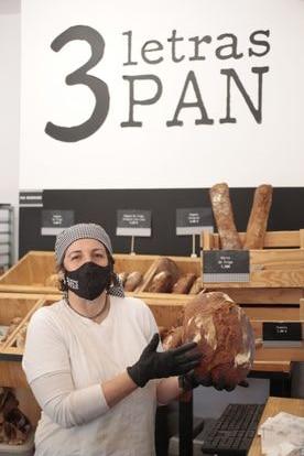 Elena vende el pan en 3 Letras PAN