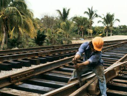 Obras en unas vías en México.