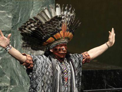 Nilson Tuwe Huni Kuĩ, líder indígena de la Amazonia brasileña, durante su intervención en un evento mundial sobre paz y diversidad religiosa en la sede de las Naciones Unidas de Nueva York, en febrero de 2013.