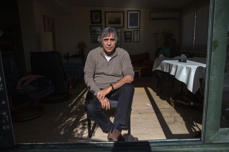 El director de cine Agustín Díaz Yanes, la semana pasada en su casa de Madrid.