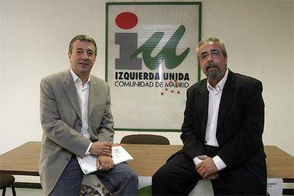 Gregorio Gordo (a la izquierda) y Ángel Pérez, en la sede de IU de la Comunidad tras conocer su elección.