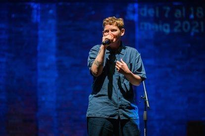 Kae Tempest, figura británica del rap y el 'spoken word', en su actuación del 7 de mayo en Barcelona.