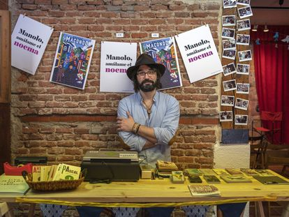 Miguel Ángel Vázquez, miembro del colectivo La Imprenta, posa dentro del nuevo centro cultural/librería La Imprenta en el barrio de Malasaña en Madrid.