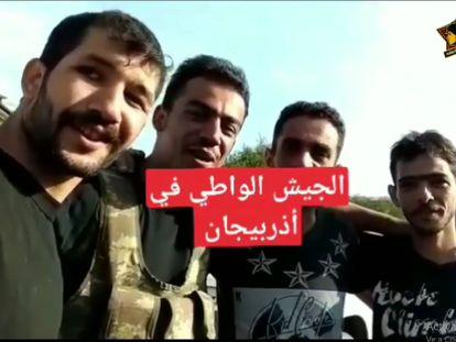Fotograma del vídeo en el que aparece un grupo de combatientes sirios en la ciudad azerí de Horadiz, difundido en las redes el pasado 3 de octubre.