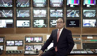 Jesús Serrano, director de comunicación del Congreso, en el control de realización.