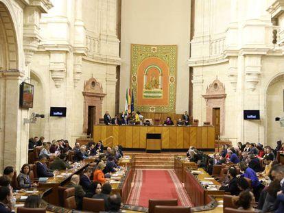 Imagen de archivo de un pleno en el parlamento de Andalucía.