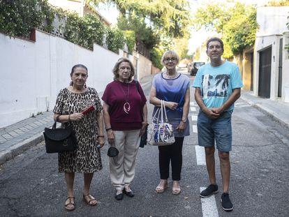 De izquierda a derecha: Isabel Bayonas, Rosa Escudero, Lucía Mora y José Manuel Comas, miembros de la Asociación de Vecinos de El Bosque.