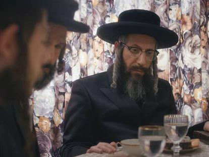 Eli Rosen en un fotograma de la serie 'Unorthodox', en la que trabajó como asesor.