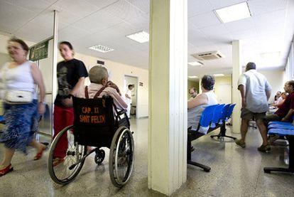 Sala de espera en el centro de atención primaria de Sant Fèlix, en Sabadell (Barcelona).