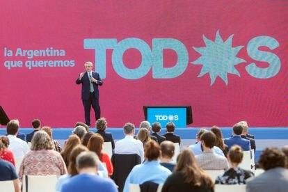 El presidente de Argentina, Alberto Fernández, en un mitin de campaña por las primarias legislativas, el 31 de agosto de 2021 en Buenos Aires.