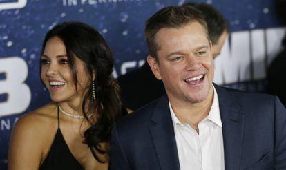 El actor Matt Damon y su esposa, Luciana Barroso, en el estreno de 'Men in Black International' en Nueva York en junio de 2019.