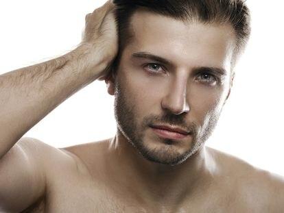 La caída del cabello alcanza una prevalencia en hombres y mujeres mayores de 40 años próxima al 50%. Es la causa de un 8% de las consultas dermatológicas.