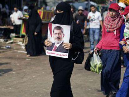 Una mujer egipcia partidaria de Mohamed Morsi.
