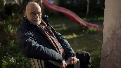 El economista y activista Arcadi Oliveres en su casa en Sant Cugat del Vallès el pasado 10 de febrero.