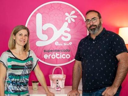 Nathalie Jullin y Óscar Pierre,  fundadores de Lys Erotic Store.