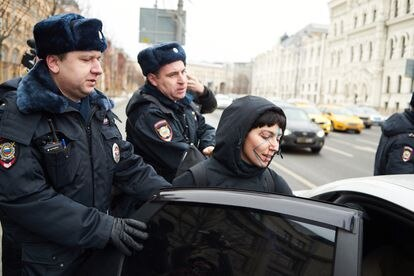 An activist wearing makeup to avoid facial recognition from Moscow cameras, arrested by the police in a protest against the video surveillance system, on February 9, 2020. / IVAN KRASNOV (RTVI)