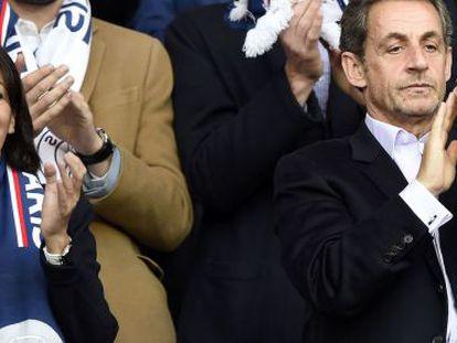 Sarkozy, derecha, en un partido del PSG el pasado sábado.