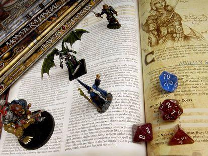 Figurines y dados del popular juego de rol, Dungeons&Dragons