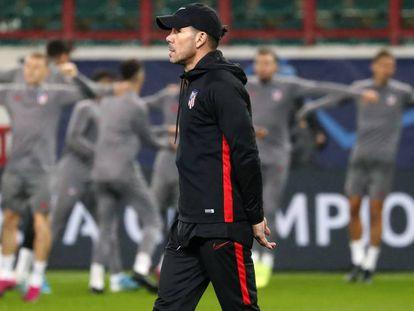 Simeone, en el entrenamiento del Atlético en Moscú.