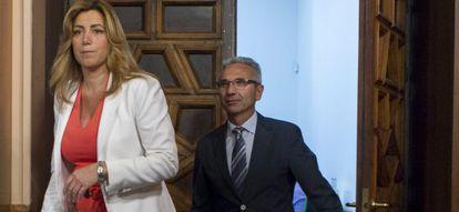Susana Díaz y el portavoz del Gobierno, Miguel Ángel Vázquez.