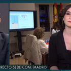 Jorge Javier Vázquez e Isabel Díaz Ayuso, con el centro de control detrás de ellos.