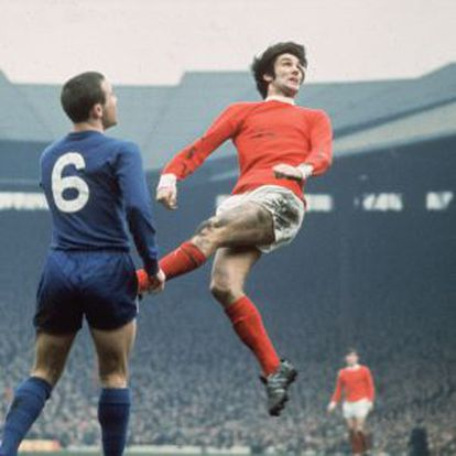 George Best (saltando) en un partido entre el Manchester y el Chelsea en 1968.