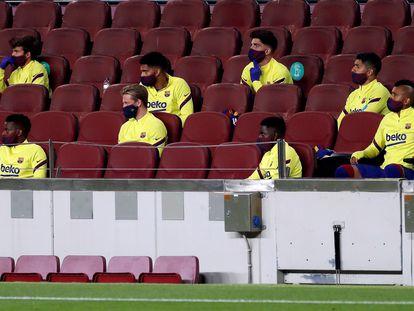 Banquillo del Barcelona durante el partido de Liga ante el Leganés.