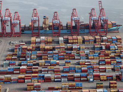 Contenedores en una terminal del puerto de Los Ángeles-Long Beach, en abril.