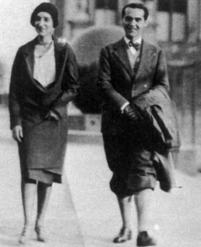 Federico García Lorca paseando por Nueva York con María Antonia Rivas Blair.