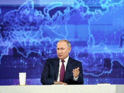 El presidente ruso, Vladímir Putin, durante un programa maratón de preguntas de la ciudadanía, el miércoles.