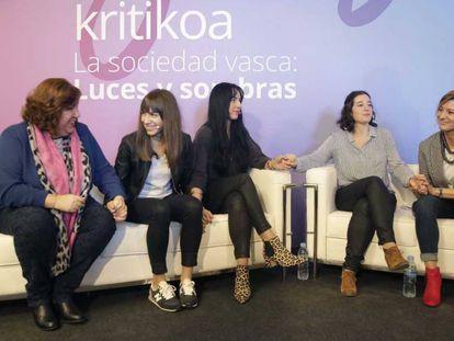 De izquierda a derecha d ela imagen, Jaione San Sebastián, Sandra Carrasco, Maider García, Ainara Olaciregui y Naiara Zamarreño.