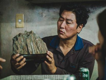Un momento de la película surcoreana 'Parásitos'. En vídeo, el tráiler del filme.
