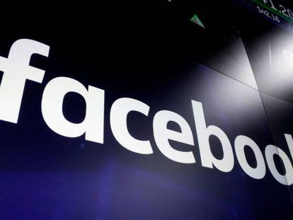 Logo de Facebook en las pantallas del Nasdaq.