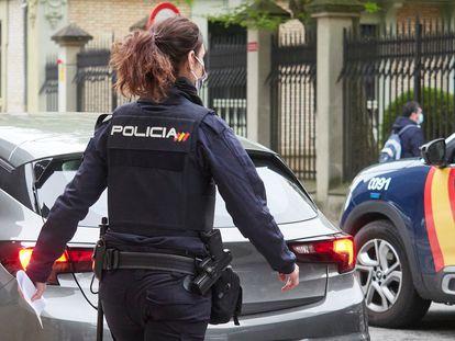 Dos agentes de la Policía Nacional, en una foto de archivo.
