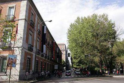 El museo Thyssen-Bornemisza y la arboleda del paseo del Prado.