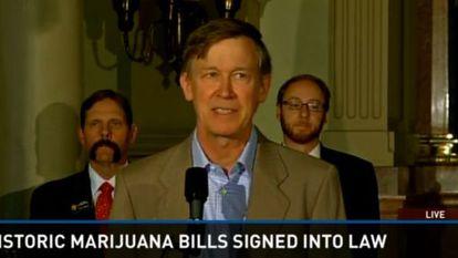 El gobernador de Colorado, John Kickenlooper, anuncia la firma de la legislación que legaliza el mercado de marihuana.