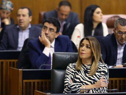 Susana Díaz durante el discurso de investidura de Juan Manuel Moreno, en el Parlamento andaluz. En vídeo, declaraciones de los líderes regionales a su llegada al Parlamento.