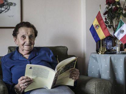 Emiliana Claraco, de 96 años, que llegó en el Sinaia a México, en su domicilio de la capital.