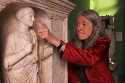 La historiadora Mary Beard, en uno de los programas de 'Cómo vivían los romanos'.