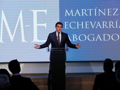 El expresidente de Ciudadanos, Albert Rivera, al informar sobre su incorporación al despacho de abogados Martínez-Echeverría.