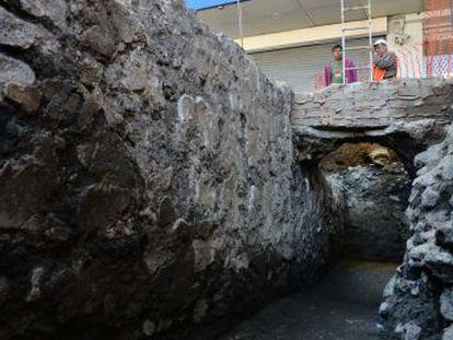 El hallazgo de un basamento al sur de la vieja capital azteca alimenta las dudas de los arqueólogos sobre su organización